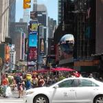 03 Можно увидеть сколько на улицах людей и это далеко не центр