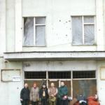 Добровольцы Харе Кришна возле склада МЧС