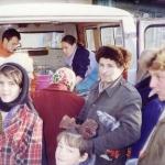Стока-Кришна д. и Шайла Васини д.д. раздают прасад
