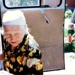 213 Жительница Грозного получает горячий прасад