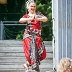 085 Расамрита танцует индийский танец
