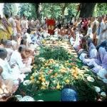 CT07-067 Шрила Прабхупада проводит посвящение в ученики