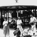 01 С мридангами Мукунда, Чидананда, сидят Ямуна и Вишнуджана