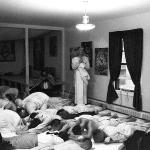 13 Вишнуджана Свами читает молитвы Према-дхвани