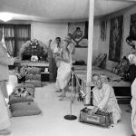 18 Вишнуджана Свами поёт киртан в бостонском храме