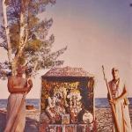Вишнуджана и Тамал-Кришна Госвами с Божествами Радха-Дамодара