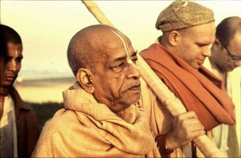 Srila-Prabhupada-on-morning-walk-in-grave-mood