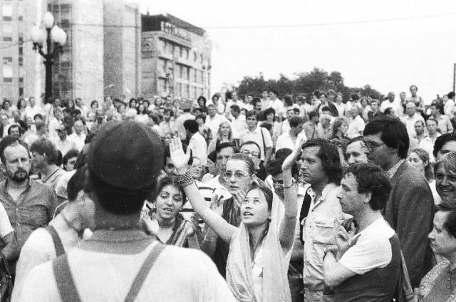 Гаятри д.д. взывает к Кришне. 1987-88 Харинамы по Москве