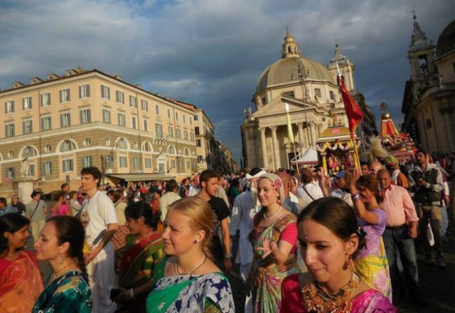 The Rathayatra parade rolls through the streets of Rome