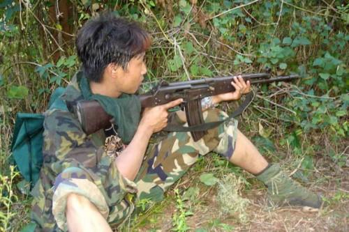 Мальчик-партизан в Бирме во время гражданской войны